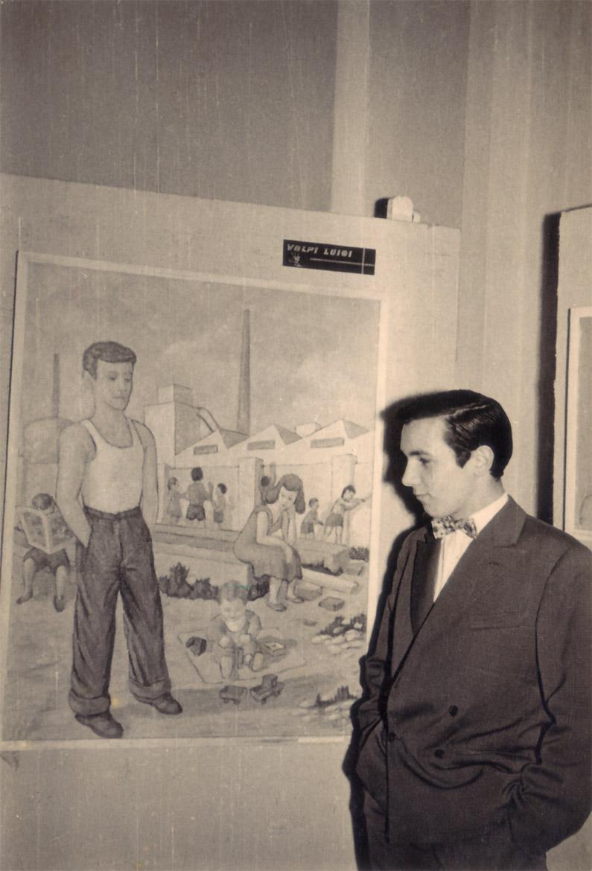 """Luigi Volpi con l'opera """"il-lavoratore"""" - Milano - Centro S. Fedele - 1956"""