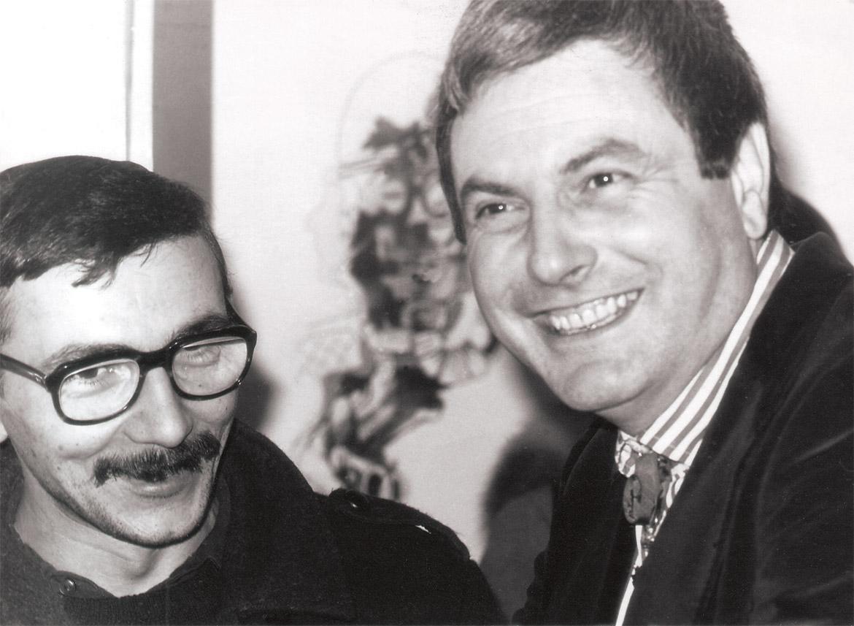 Luigi Volpi (a sinistra) e Libero reggiani durante l'inaugurazione di una mostra  - Milano - 1974